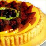 Tarta de pastelera y frutas