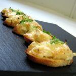 Canapés de radicheta y queso brie